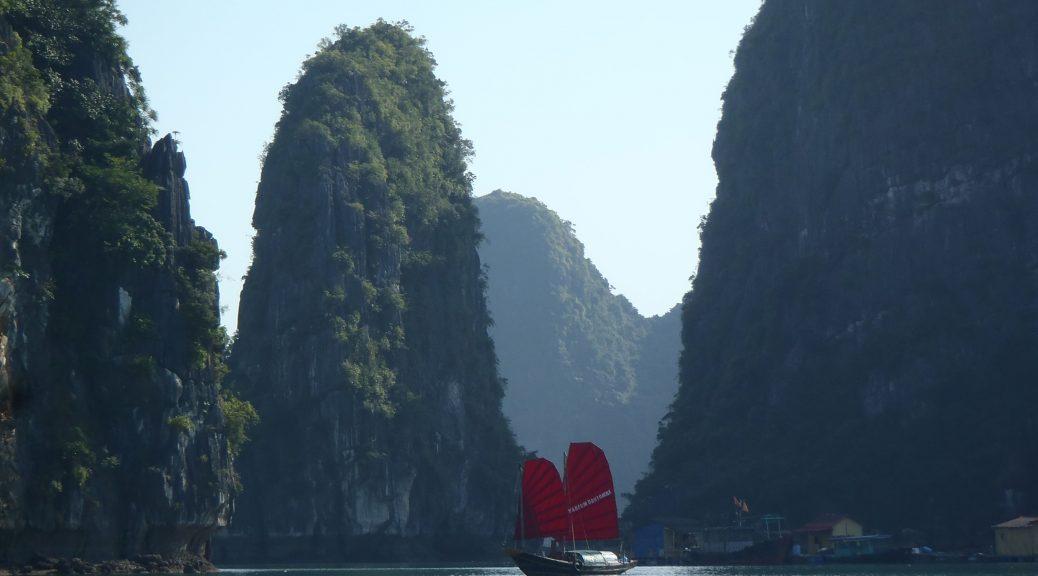 Sailing Junk Halong Bay Vietnam