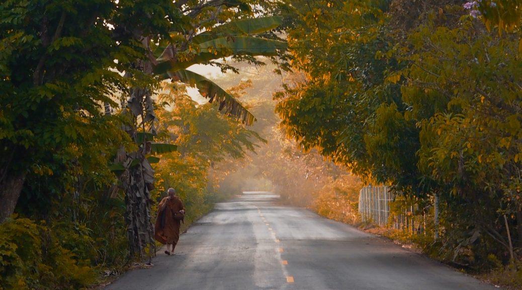 The road into Suan Mohkk