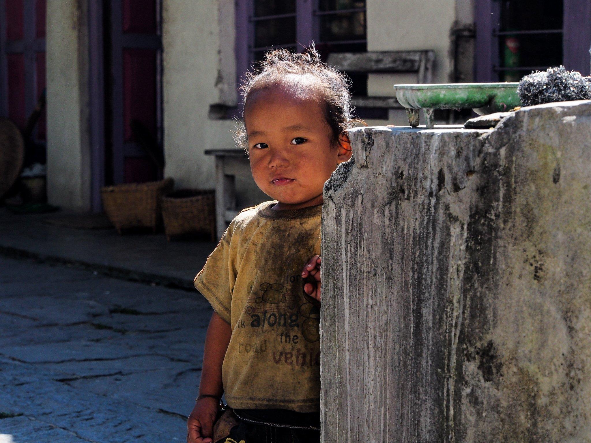 Young Kid Annapurna Circuit Nepal